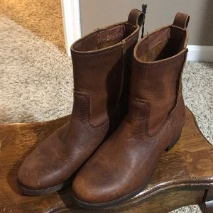 Frye Cara leather short boots
